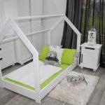 Детская кроватка-домик