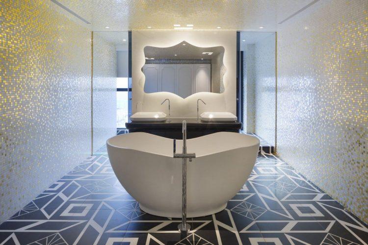 Плитка разного размера в ванной