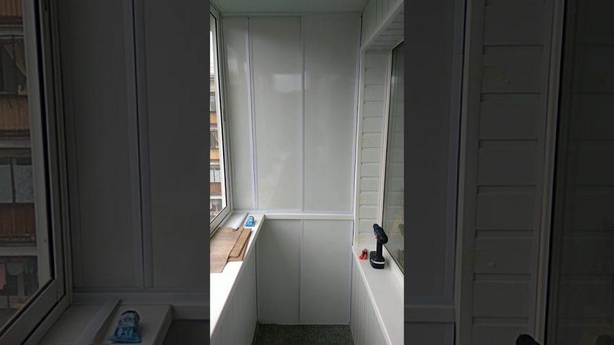 Шкаф на балкон из пластика с дверцами купе