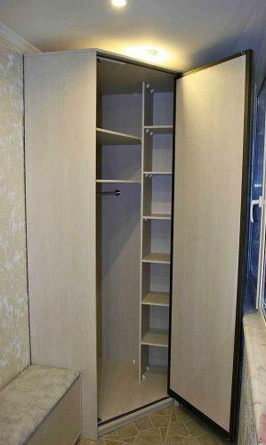Угловой шкаф на балкон из ДСП