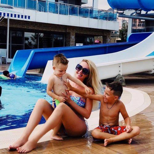 Дарья Пынзарь с сыновьями