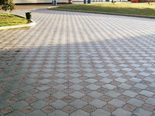 Преимущества современных пластиковых форм для изготовления тротуарной плитки