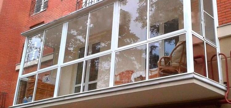 Остекление балконов различными видами окон