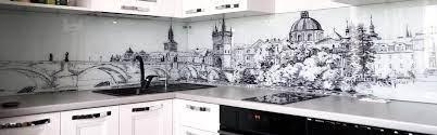 Стильная и современная кухня с фартуками из стекла с фотопечатью